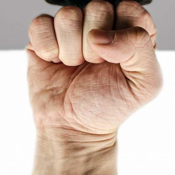 fist au poing